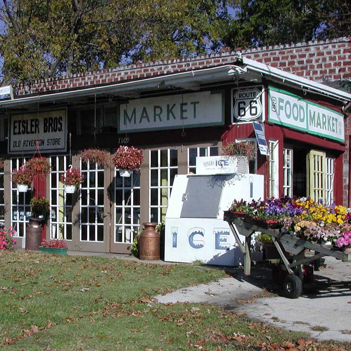 Old Riverton Store