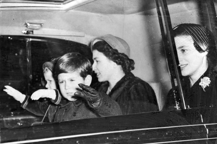 December 1952 - Happy Christmas ! Princess Anne Waves Both Hands; Prince Charles Waves Only One. With The Queen And Princess Margaret They Are Driving From Buckingham Palace To King's Cross. And Outside Their Car Crowds Are Calling 'happy Christmas