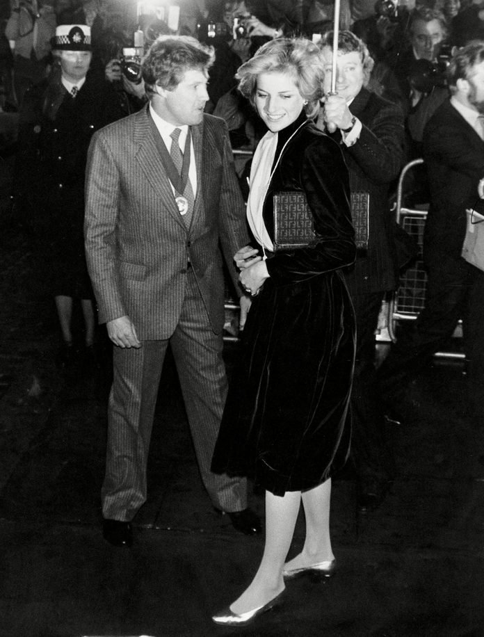 Diana Princess Of Wales - Alone 18th November 1981 The Princess Of Wales Arriving To Switch On The Christmas Lights In Regent Street With Barry Saunders President Of Regent Street Traders Association. ...royalty