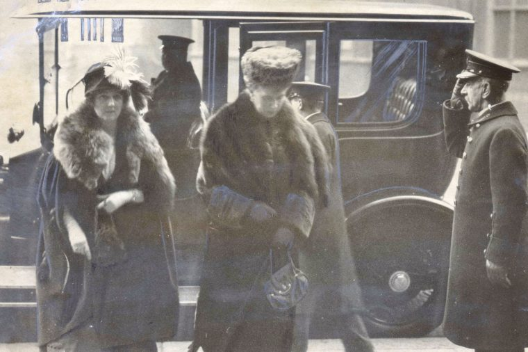 Queen Mary Arriving At Harrods Store London A Royal Lead To The Early Christmas Shopping Movement Was Given By The Queen Yesterday When Her Majesty Purchased Many Of Her Christmas Gifts. Mary Of Teck (victoria Mary Augusta Louise Olga Pauline Claudin