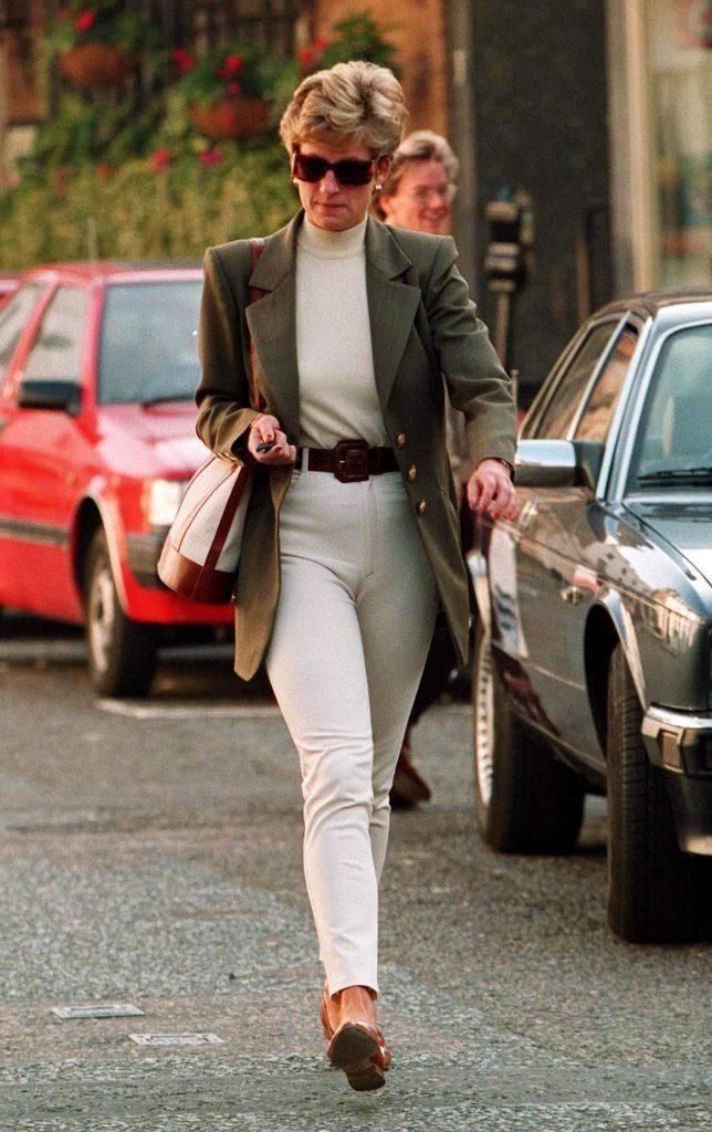 PRINCESS DIANA LEAVING HARVEY NICHOLS IN LONDON, BRITAIN 1995