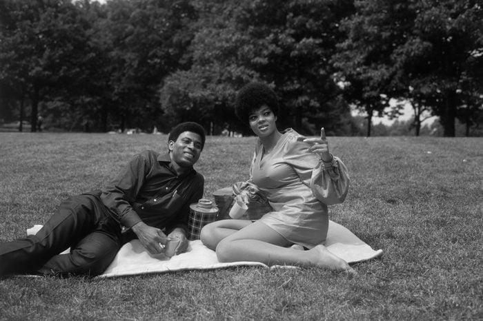 couple picnic vintage