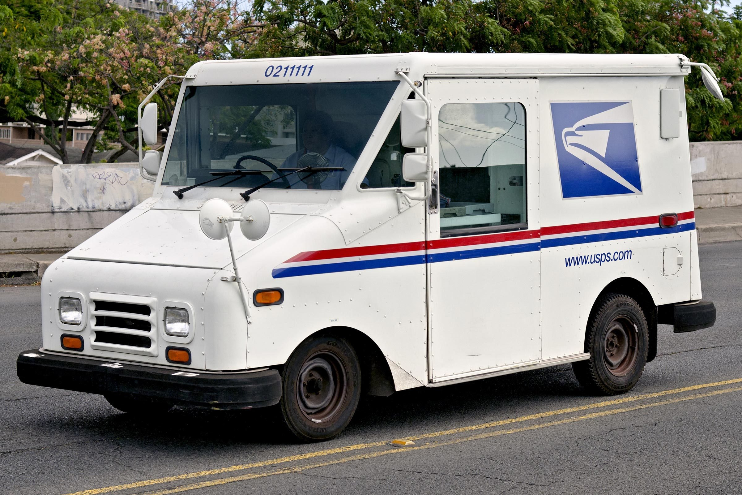 13 Things That Will Surprise You About What It's Really Like to Be a Mail Carrier