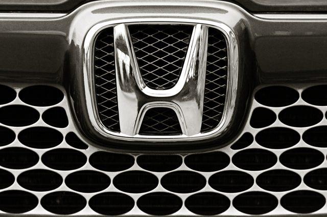 """BIYSK, RUSSIA - SEPTEMBER 10,2013 : Logo of the brand """"Honda"""" on car"""