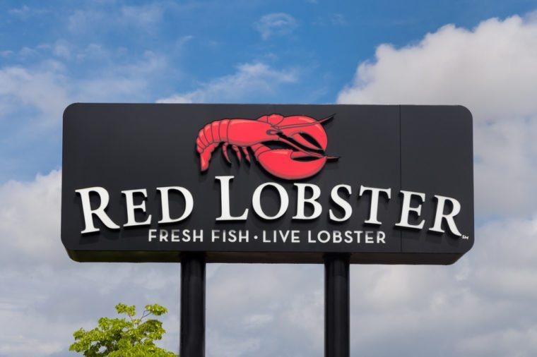 BLOOMINGTON, MN/USA - MAY 25, 2016: Red Lobster restaurant sign and logo. Red Lobster is an American casual dining seafood restaurant chain.