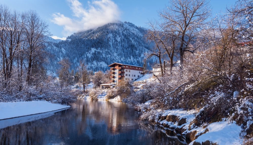 13 Small Towns That Are Even More Enchanting in the Winter