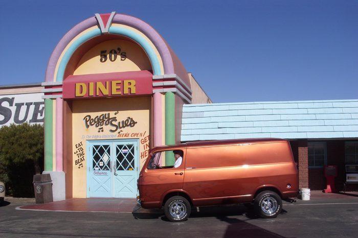 Peggy Sue's 50's Diner, Yermo