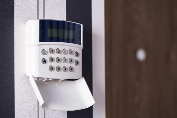 Protection of the apartment and the house. Alarm and surveillance console. Apartment under protection