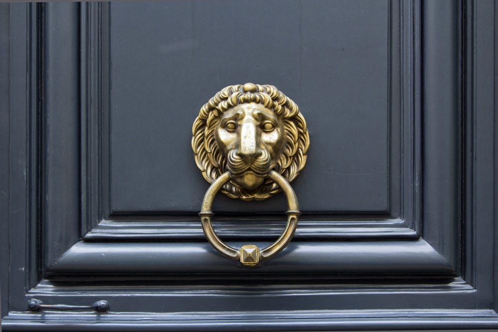 Door handle Lion with ring in mouth