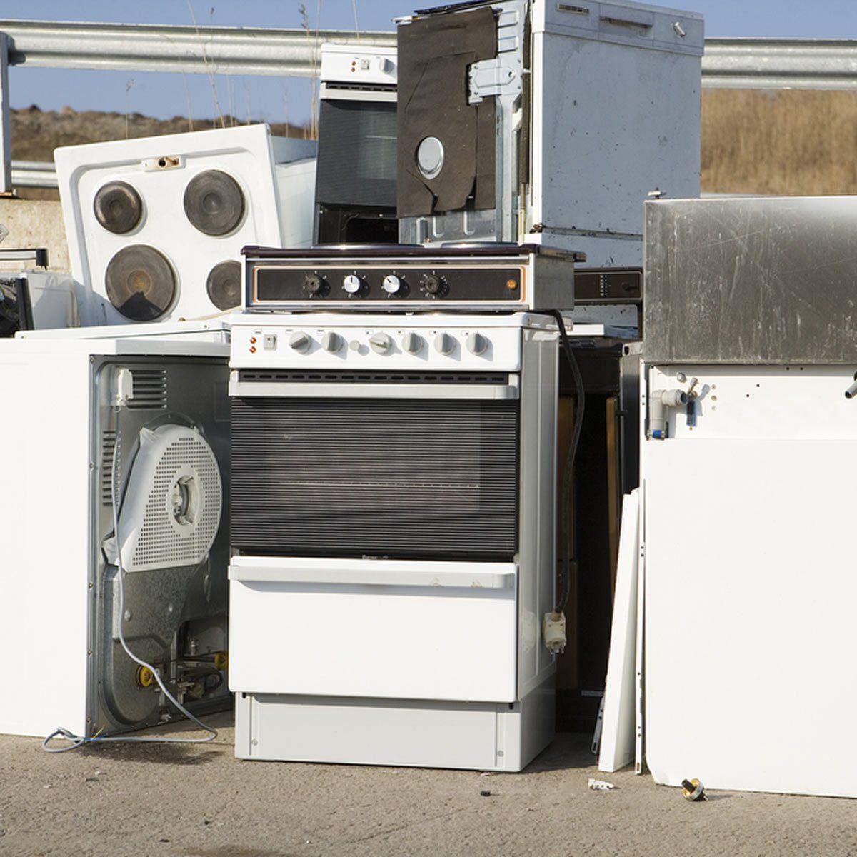 dfh2_shutterstock_94804468 home appliance repair stove oven ewaste