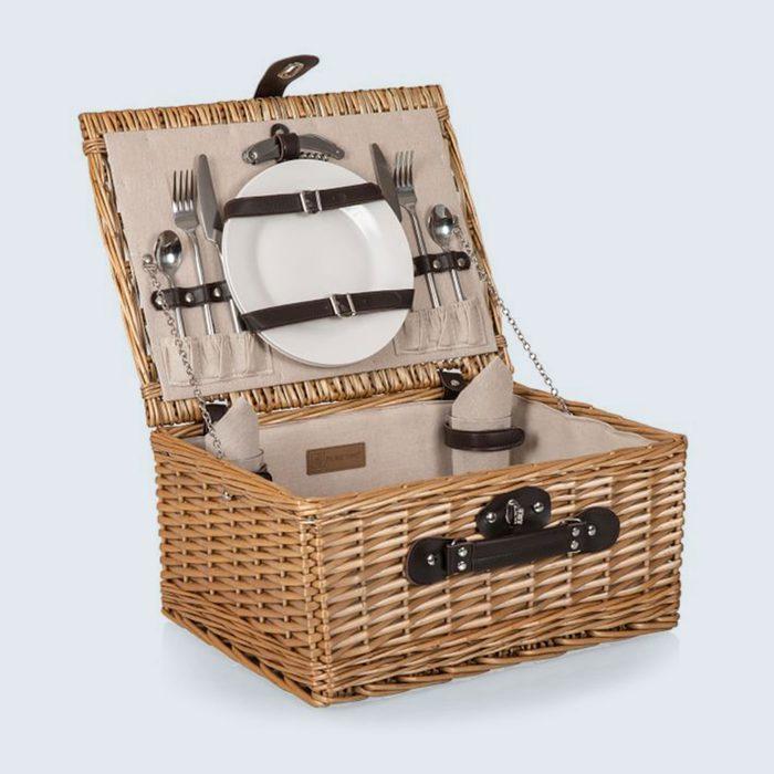 Al fresco romance: Classic Woven Picnic Basket