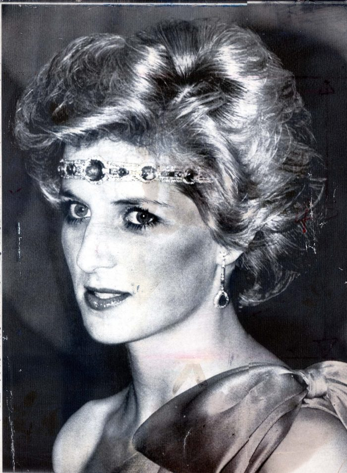 Princess Diana Of Wales- Visit Australia & Usa 30th October 1985 Princess Diana Let A Dazzling Fashion Idea Go To Her Head Yesterday. Instead Of Arriving At A High Society Dinner In Melbourne As A Super Sloane Ranger She Turned Up As A Red Indian Pri