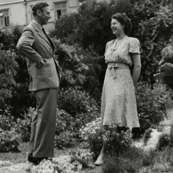 27 Rarely Seen Photos of Queen Elizabeth with Her Father, King George VI