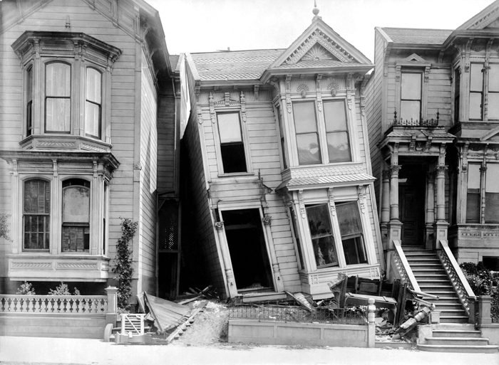 Victorian homes on Howard Street damaged in the earthquake