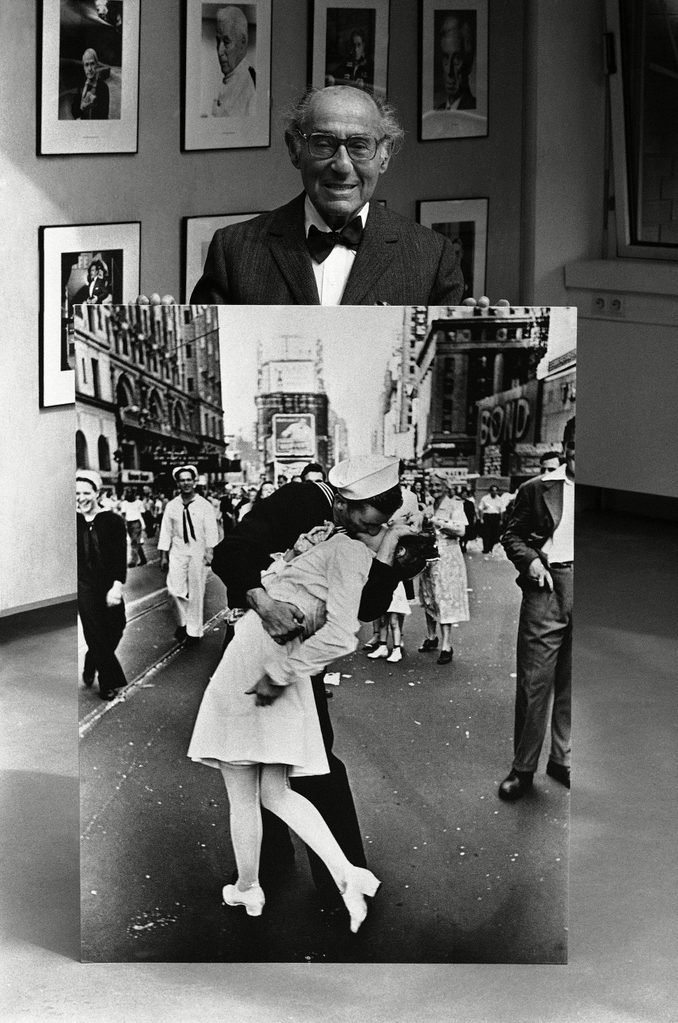 Alfred Eisenstaedt poses with one of his best know photographs