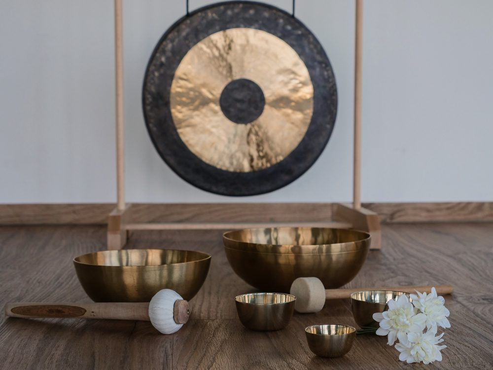six singing bowls with gong in the background