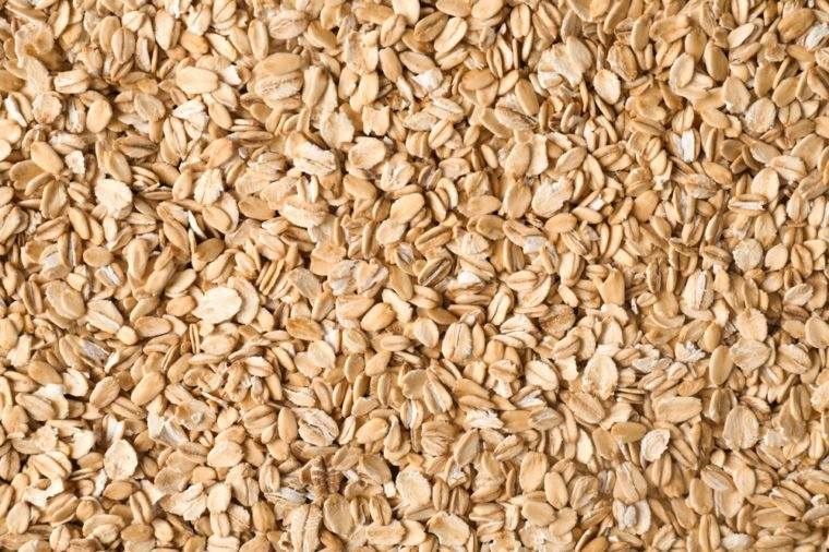 Raw oat flakes
