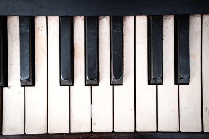Piano keyboard, see black and white keys, the wooden old structure.