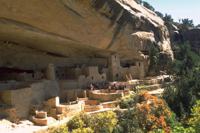 TOURISTS AT THE RUINS IN MESA VERDE NATIONAL PARK, COLORADO, AMERICA