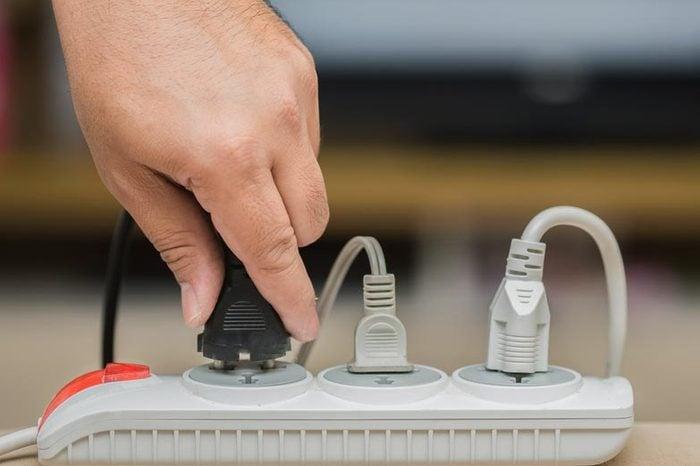 man unplugged plug to save on energy