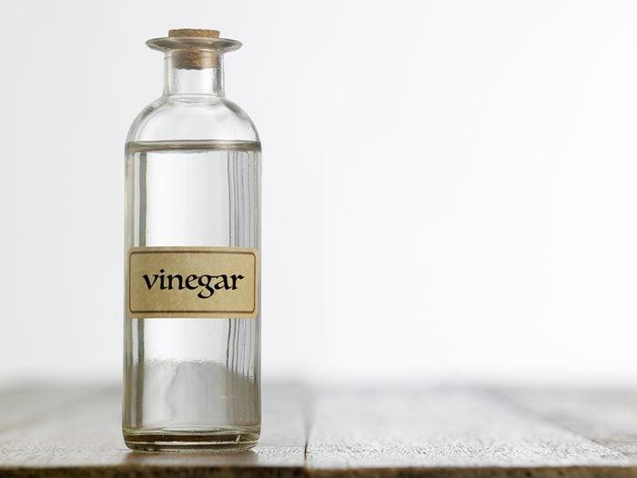 White vinegar uses bottle