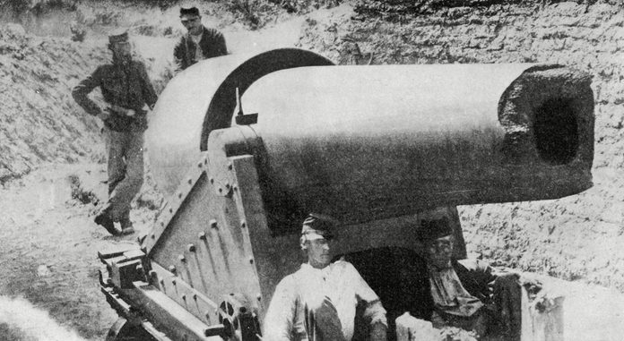 Historical Collection 300-pounder (140kg) Parrott Gun Used by the Federals Against Fort Sumter and Fort Wagner Even After It Had Been Damaged by Explosion During the American Civil War