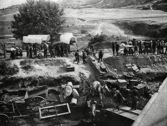 American Settlers Cross the Oregon Region, 1900