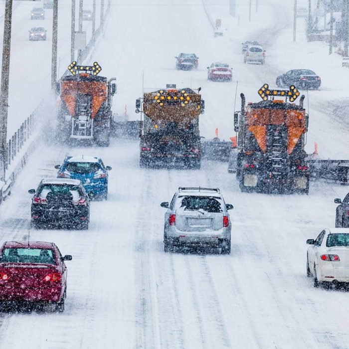 snowplows_183122369_09 winter driving tips icy roads