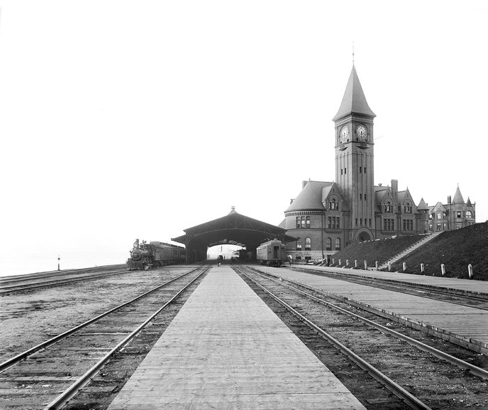 VARIOUS Chicago & North Western Railway Station, Milwaukee, Wisconsin, USA, Detroit Publishing Company, 1890's