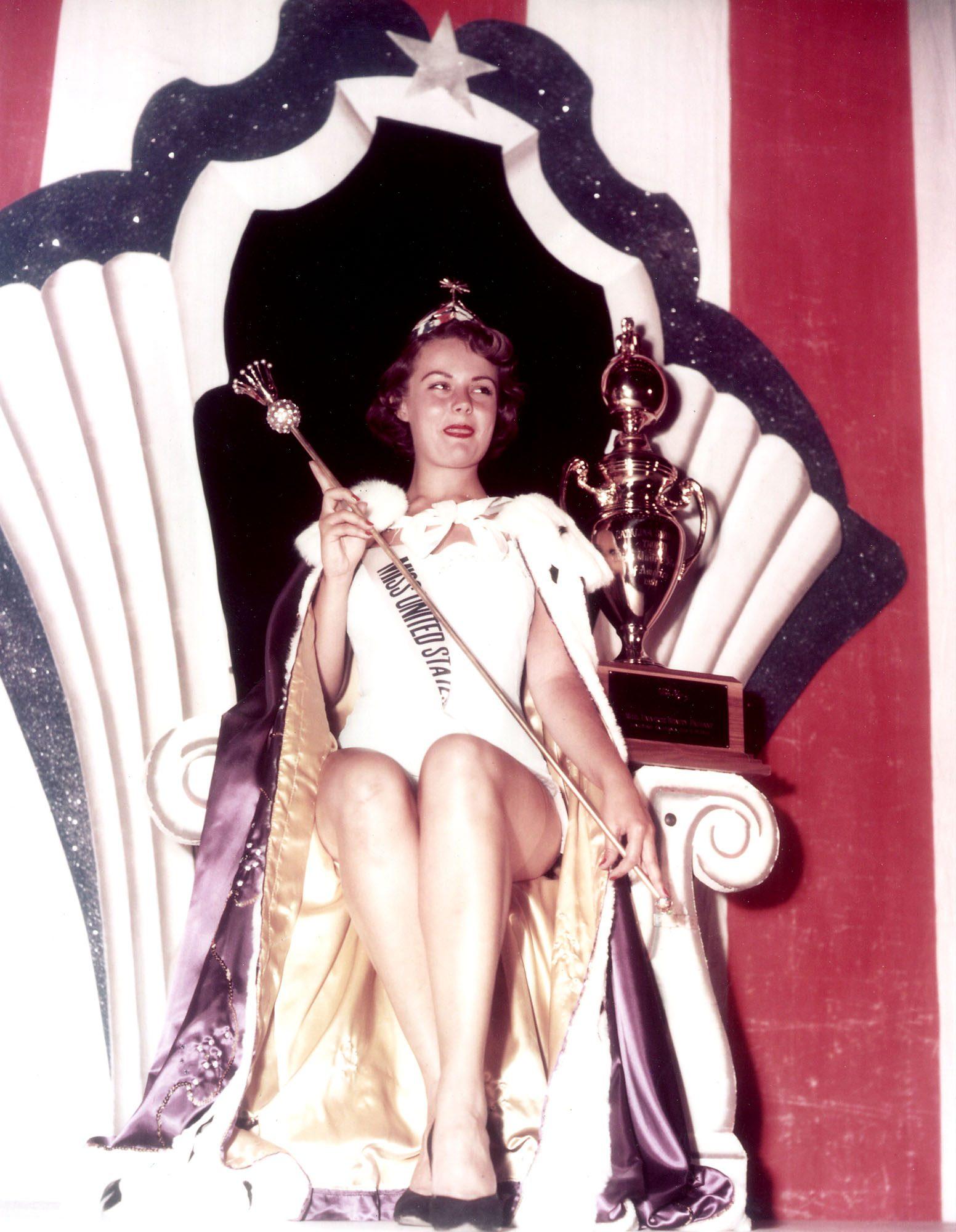 Myrna Hansen, MISS USA 1953