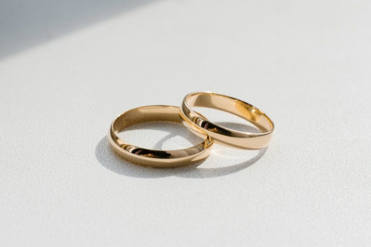 gold wedding rings table