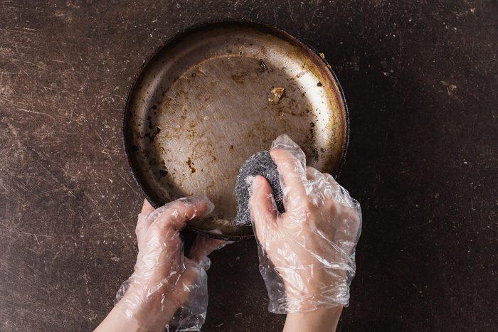 clean dirty pan