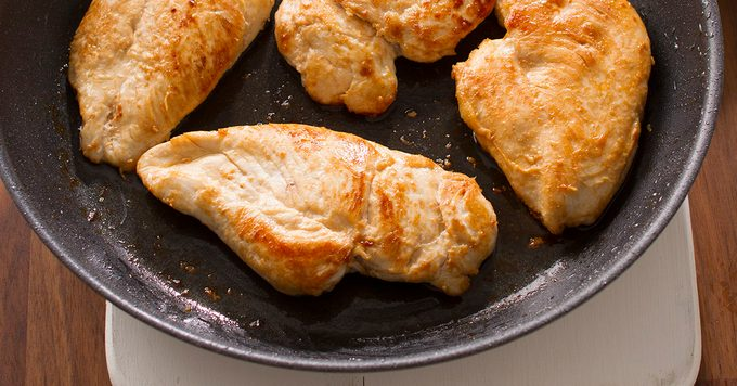 how to cook boneless skinless chicken breasts in a pan