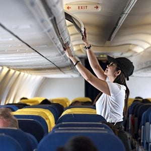 carry on bag woman airplane