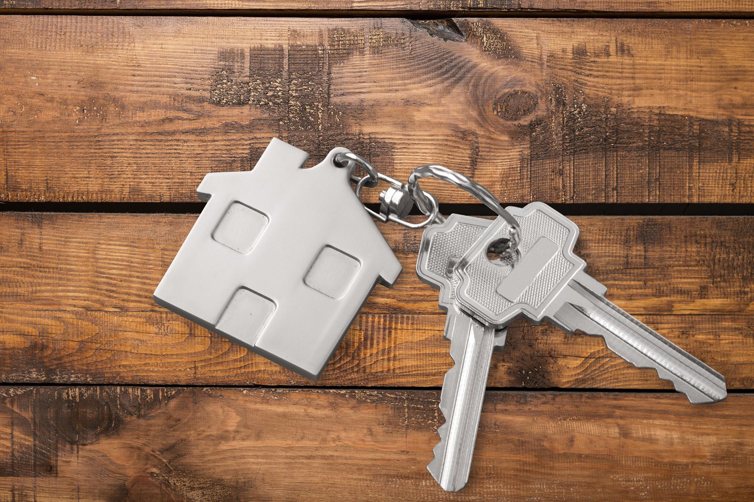 house keys wooden background