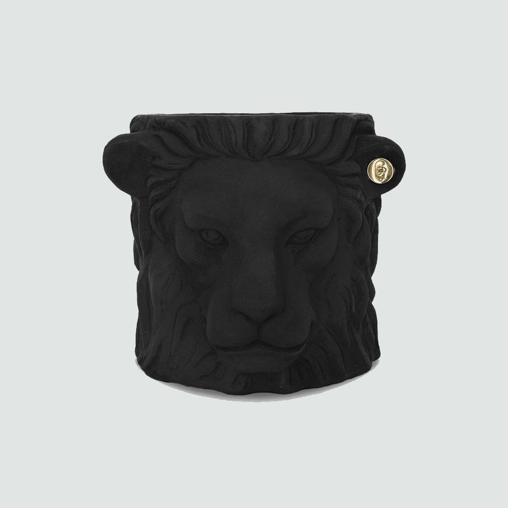 black lion pot