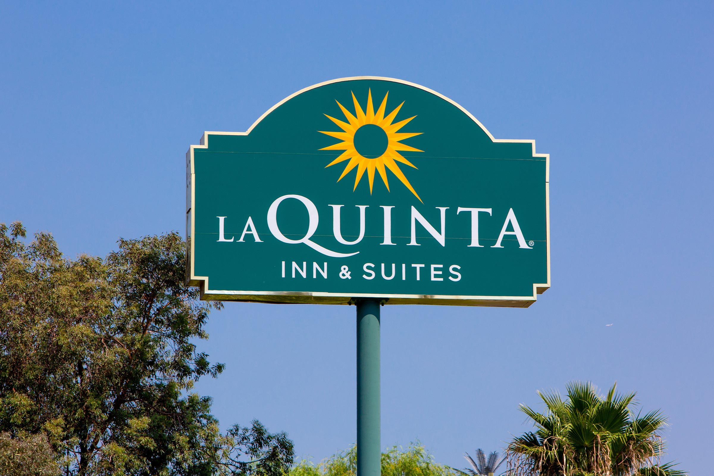 Santa Clarita, CA/USA. July 26, 2018. La Quinta Inn and Suites motel. La Quinta Inn is a chain of limited service hotels in the United States, Canada and Mexico.