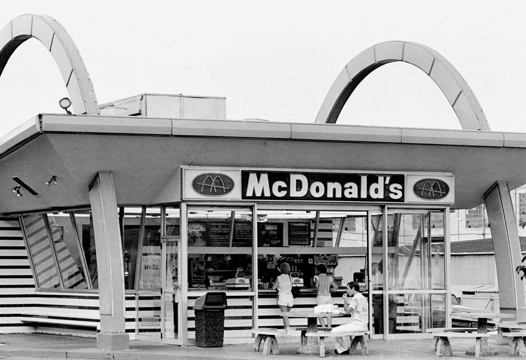Here's What McDonald's Looked Like When It First Opened In 1955