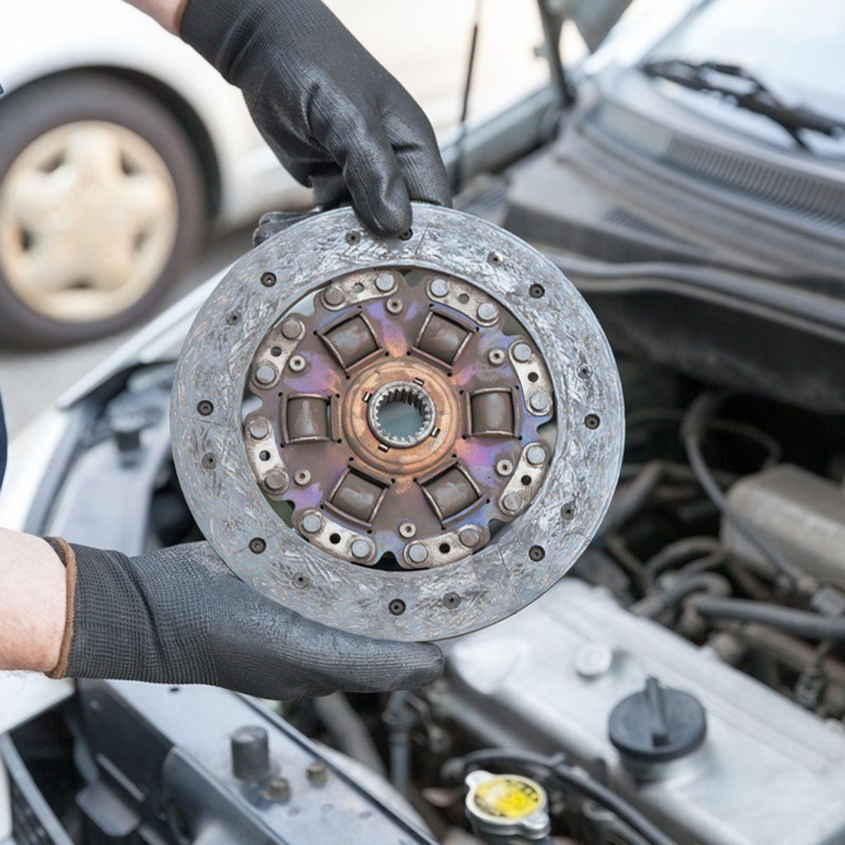 changing car clutch