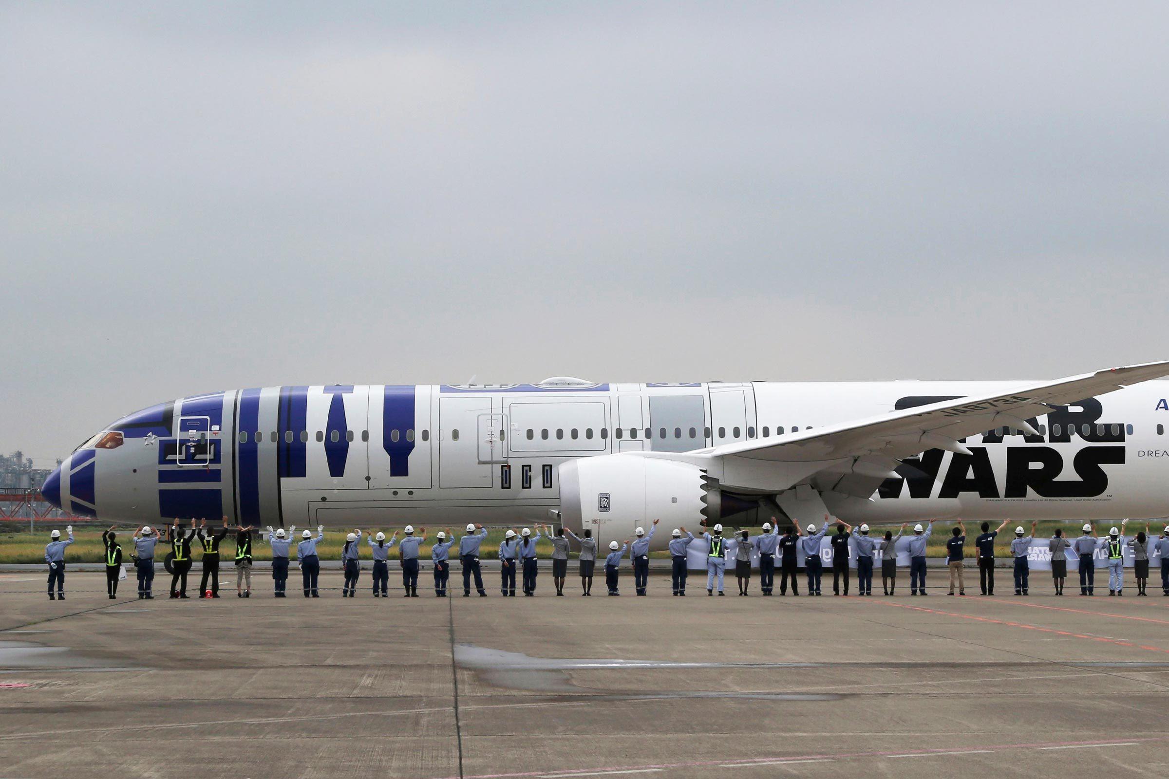 nippon airline star wars jet