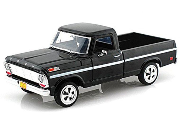 22_Michigan--Car-figurine-