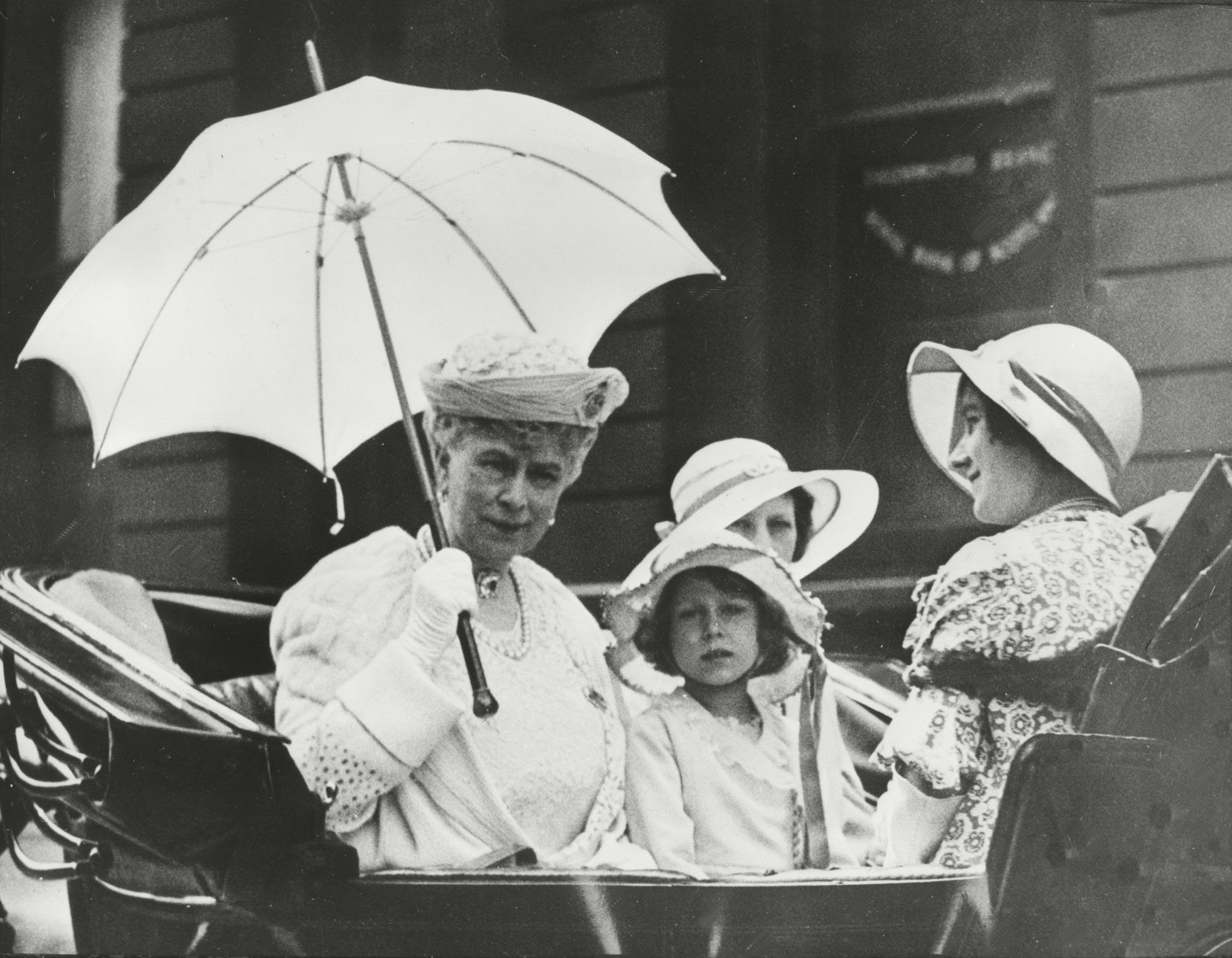 Queen Mary drives in her carriage with the duchess of York