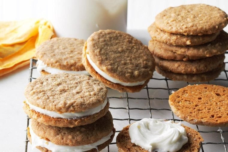 How to Make the Best Oatmeal Cream Pies (Even Better Than Little Debbie)