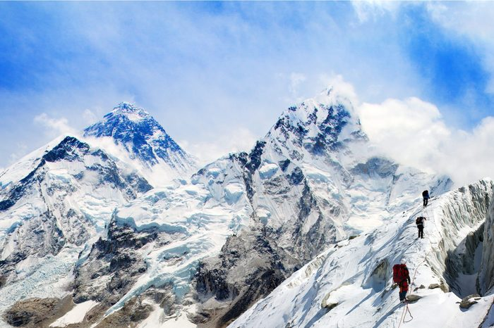 Panoramic view of Mount Everest from Kala Patthar with group of tourists on the way to Everest, Sagarmatha national park, Khumbu valley - Nepal