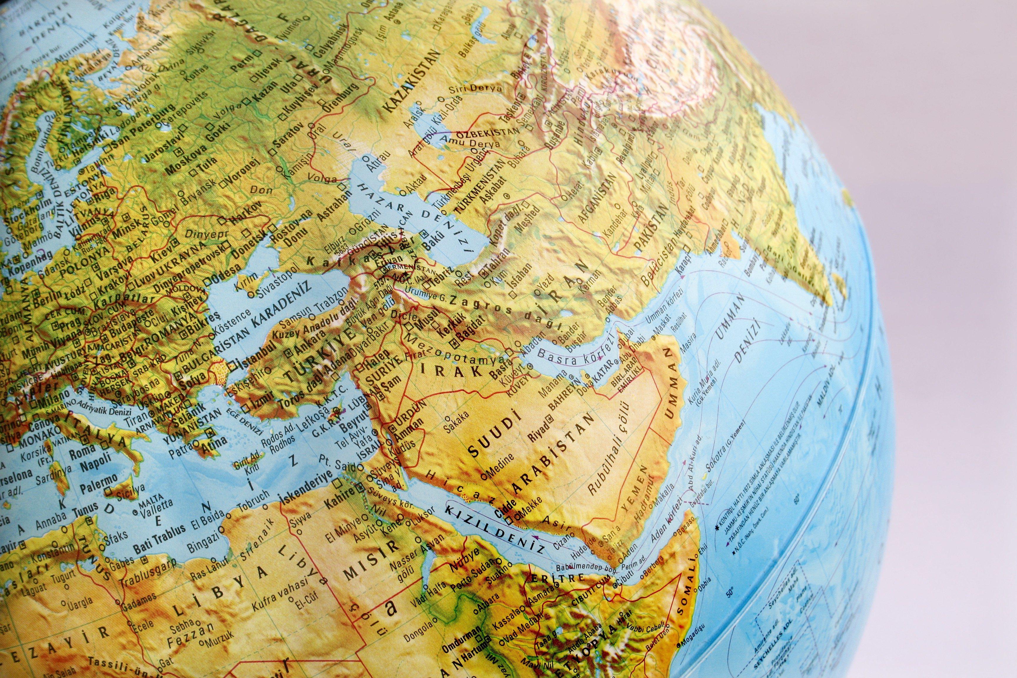 macro globe map in turkish
