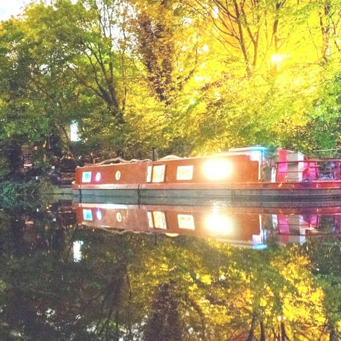london airbnb houseboat