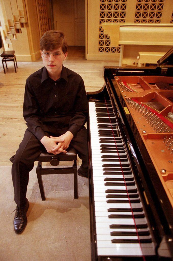 LUKAS VONDRACEK, 14 YEAR OLD 'GENIUS' PIANIST PERFORMING AT ACADEMY OF MUSICAL ART, PRAGUE, CZECH REPUBLIC - 2001