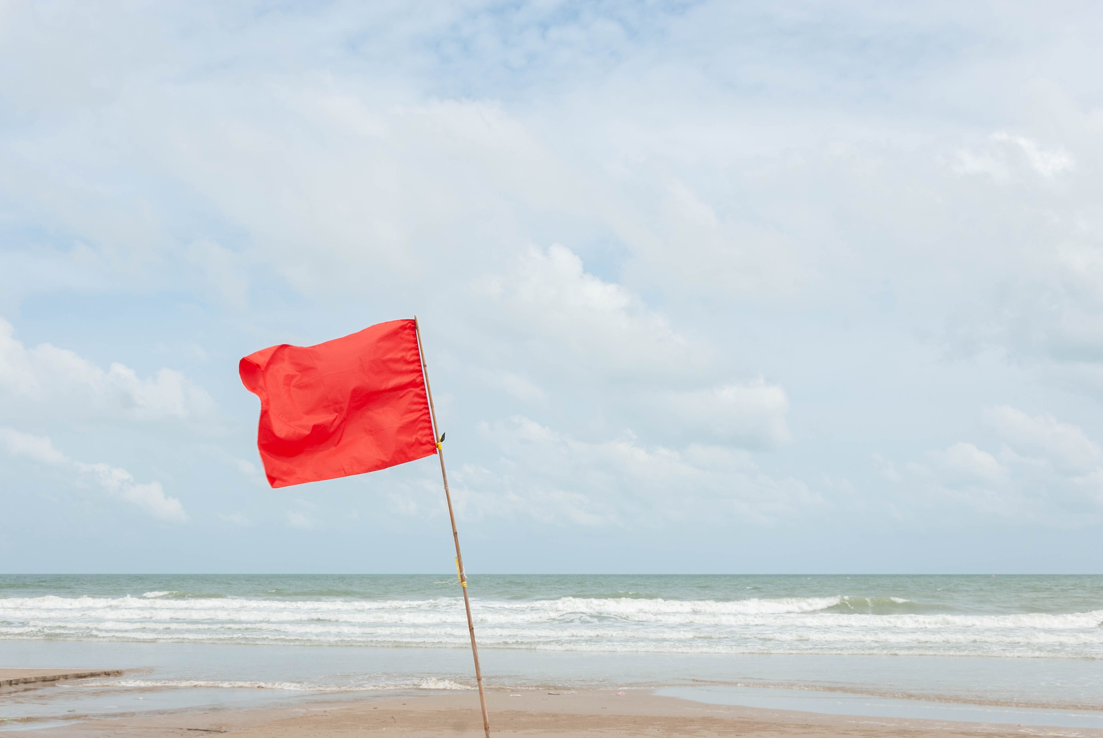 Red flag warns not to play water.