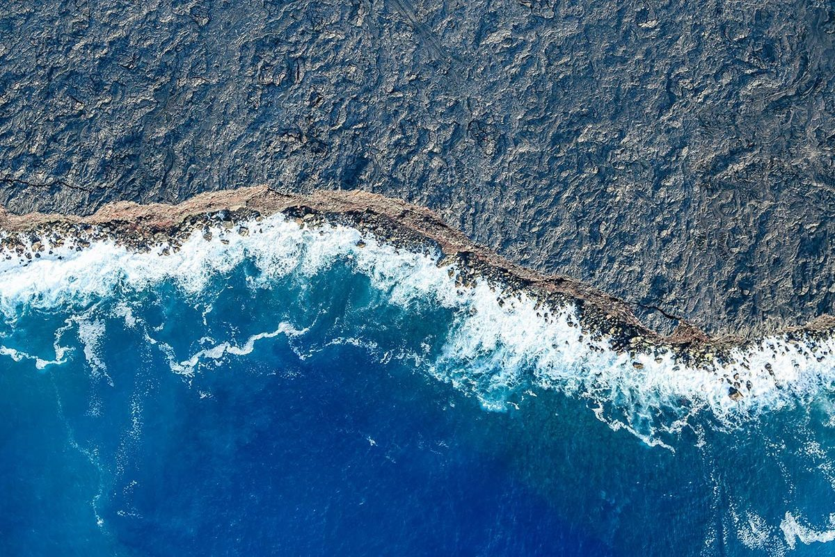 VARIOUS Aerial view of ocean waves on beach, Big Island, Hawaii, United States