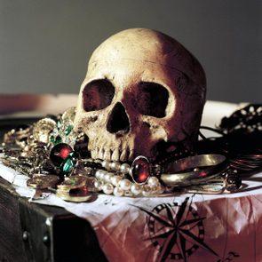 VARIOUS Skull and treasure